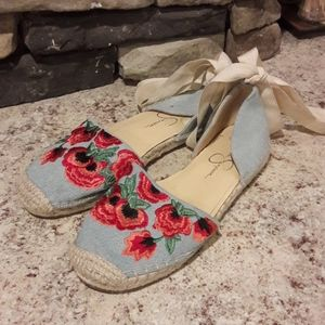 Women's sz 6.5 Jessica Simpson embroidered shoes